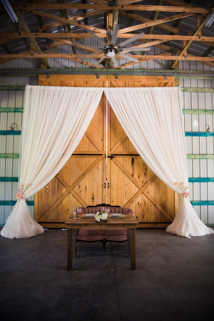country-barn-wedding-sweet-heart-table