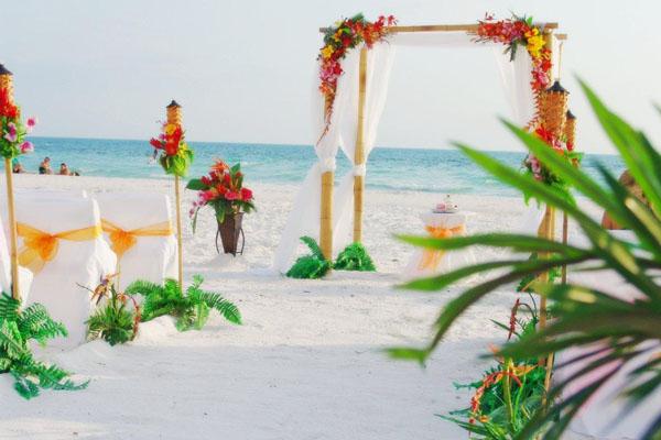 Sand Petal Weddings Provide Tropical Hawaiian Beach Wedding Ceremonies In Sarasota Florida
